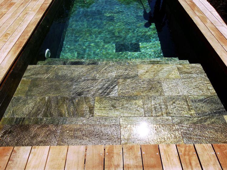 faq piscines en pierre naturelle. Black Bedroom Furniture Sets. Home Design Ideas